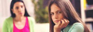 hochbegabtes Mädchen, das die Mitarbeit verweigert